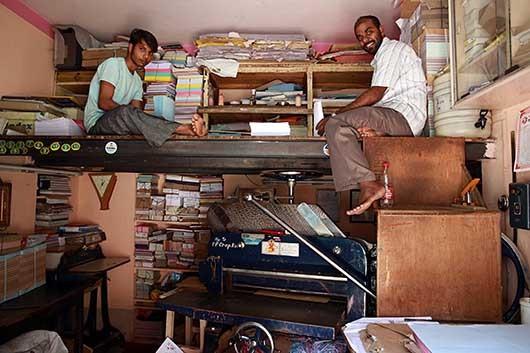 バンガロール 紙の裁断屋