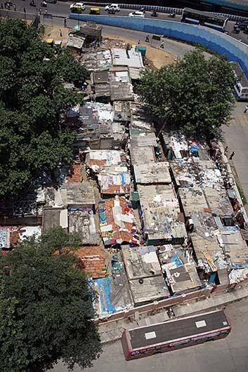 バンガロール トタン屋根の並ぶ地域
