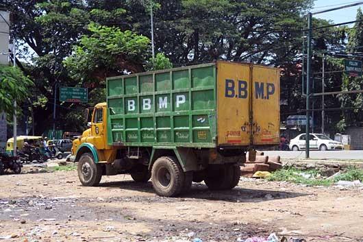 ベンガルール ゴミ収集車 中