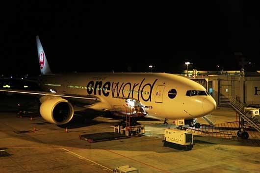 JAL 鶴丸one world特別塗装機@シンガポール・チャンギ空港